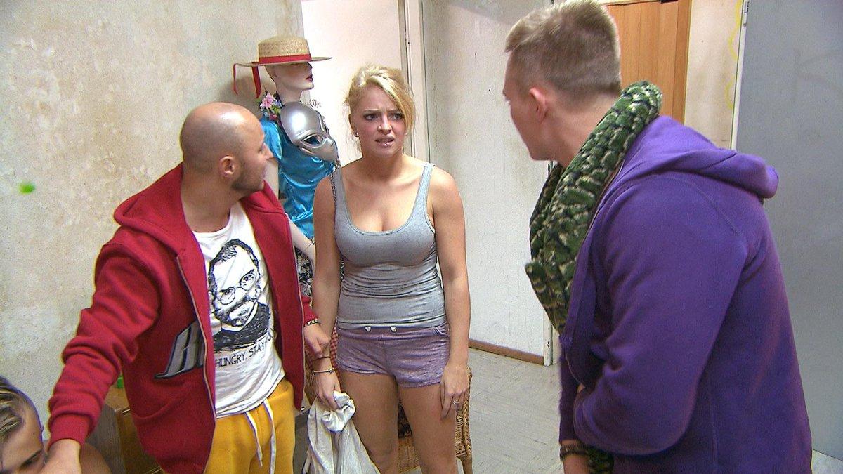 Miri macht einen Schwangerschaftstest (Video) - Berlin
