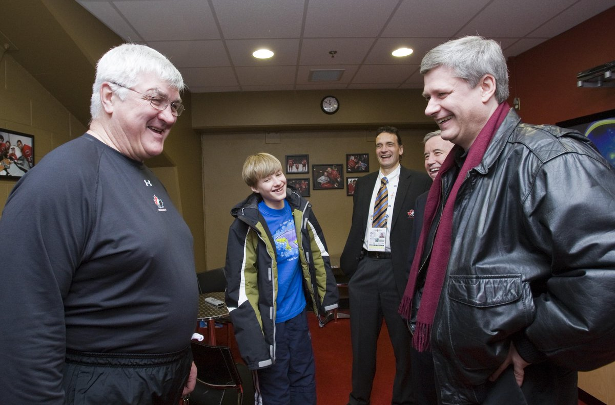 Pat Quinn was a giant of the hockey world, on the ice and off. Laureen and I extend our condolences to his family. http://t.co/2tKpCsDBC6