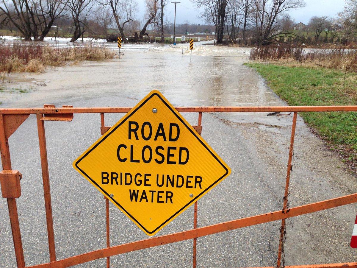 The bridge had one job... ONE JOB! http://t.co/ttRwAJhyUp