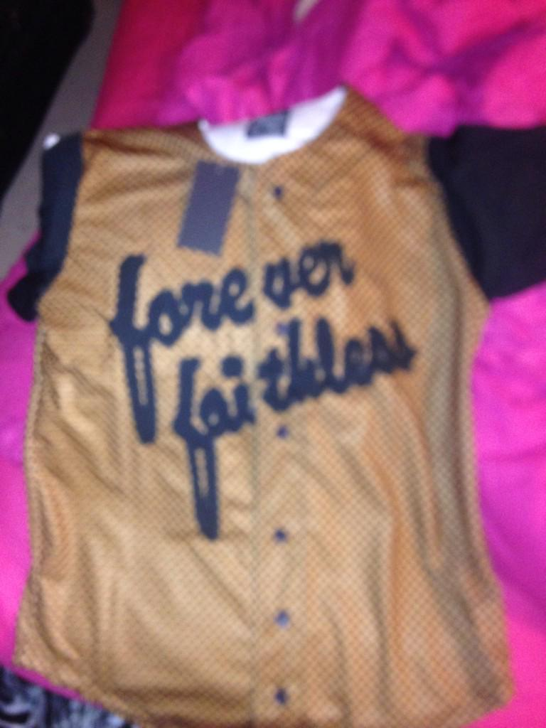 Thank you @FaithlessCo for my jersey 😘 http://t.co/p0MLn55U79