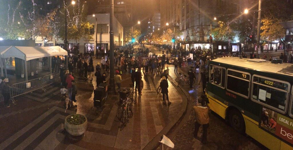 #SEATTLE : protesters are laying in the intersection. @KING5Seattle http://t.co/VqjOFtxQ0J #Ferguson