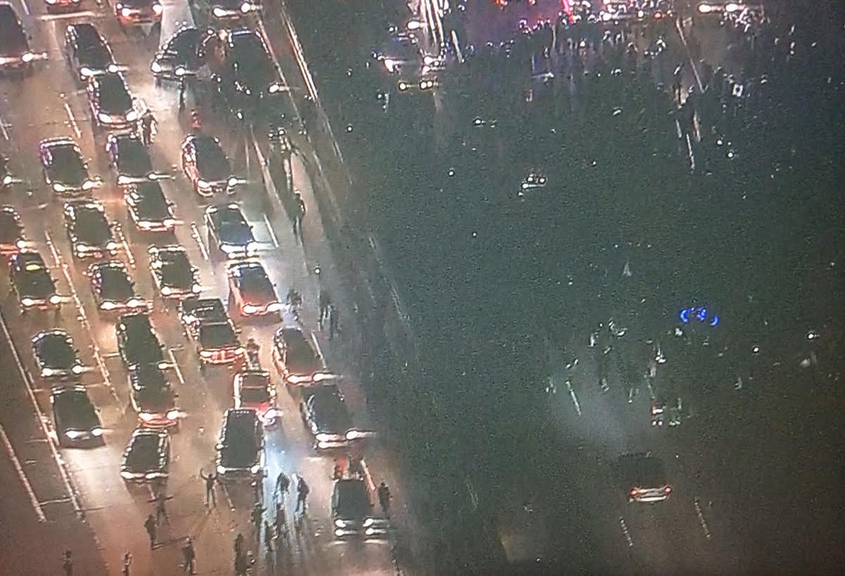 Both sides of #580 now taken over by #Oakland protest.@CBSSF chopper pix. Details @Nightbeat,10p on @KBCWtv #Ferguson http://t.co/C4R2sLEX7d