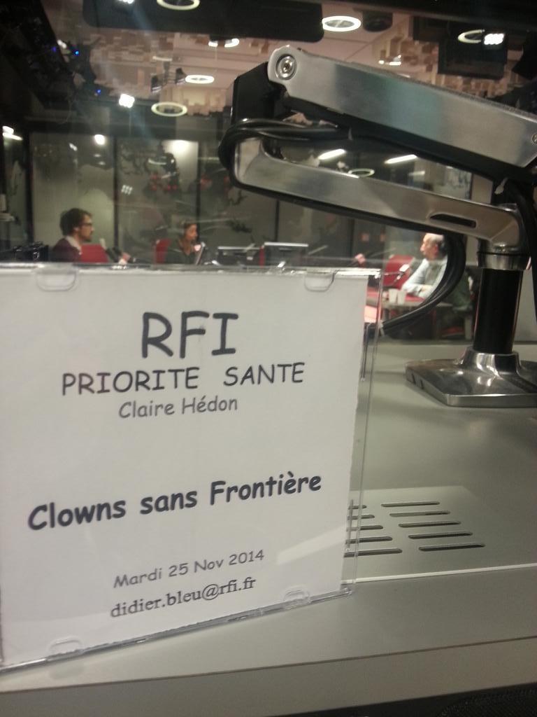 Ça y est @prioritesante va commencer à @RFI  sur @CSF_France - 89.0 à Paris http://t.co/jjQWP7RNxK