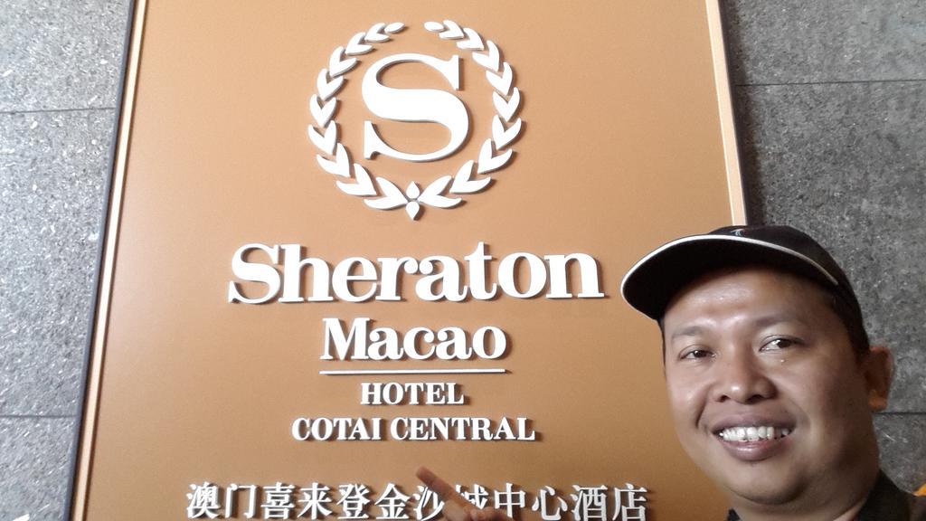 Selfie dulu di Sheraton Macau signage