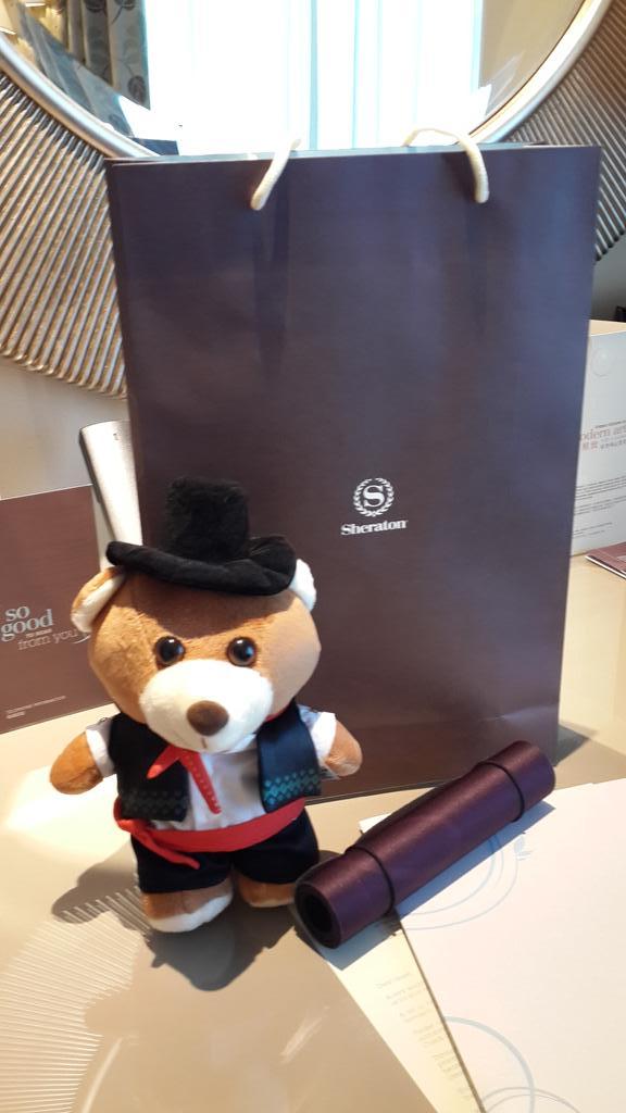 Disambut Teddy Bear saat masuk kamar 2942