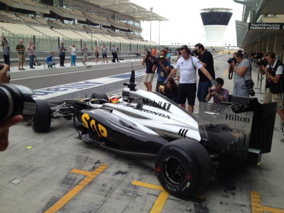 New McLaren-Honda emerges from the pits for the first time here in Abu Dhabi. Sounds throaty! http://t.co/ZGpI0Az7O9