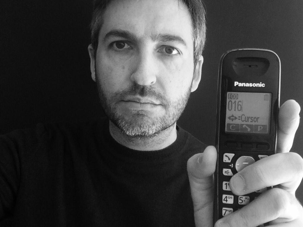 Si te maltrata, es que no te quiere. Y la salida está en tu teléfono. #HaySalida016. #DiaContraLaViolenciaDeGenero http://t.co/VfObF7lvtB