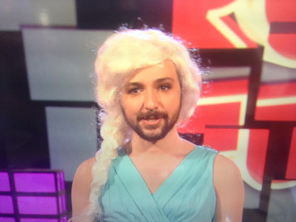 Look out @alex_zane as the beautiful Elsa from Frozen on a brand new #rudetube called Viral Idols @E4Tweets at 9pm http://t.co/GQpiGalGe1