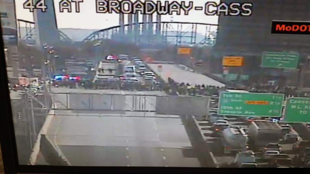 #BREAKING: #Ferguson protesters block I-44 in downtown #STL http://t.co/yaDzQ9M7UG http://t.co/sj4fM0PZy7