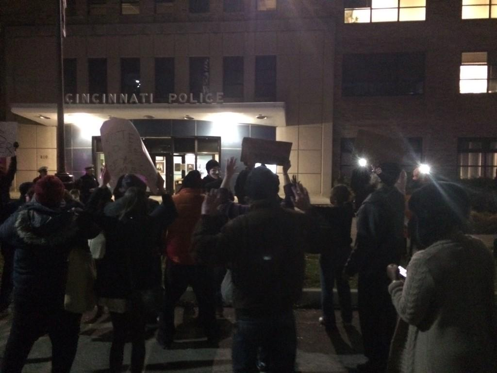 "Protestors stopped at @CincinnatiPD HQs. Chanting ""hands up don't shoot!"" http://t.co/w13BTBPed8"