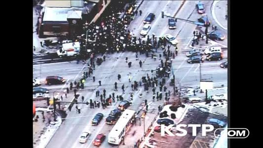 Extended video of a vehicle driving through a group of protesters in Minneapolis: http://t.co/vaMVBsMHNw http://t.co/zxGrqSBIMV