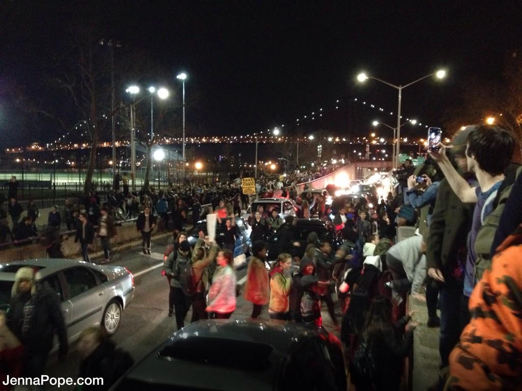 BREAKING: Thousands of ppl marching onto FDR drive, a major roadway in NYC, blocking all lanes of traffic. #Ferguson http://t.co/3sD7DnagF0