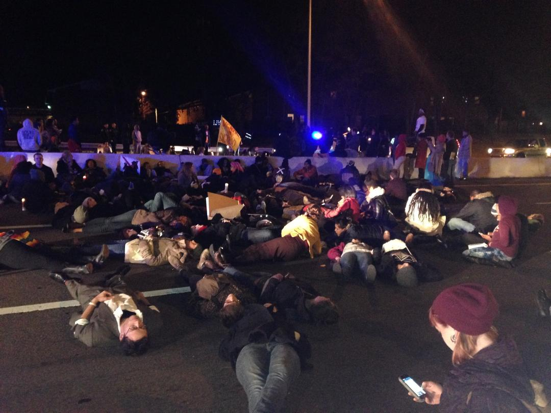 Protestors lay down in I-24, blocking the roadway in both directions. http://t.co/r0RA92A2yS http://t.co/qeypvIvDTT