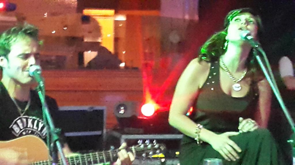 En la fiesta del genial @pashkus canta mi @primerasdamas @natucociuffo con el genio de @rojasbenjamin  ! http://t.co/r7RQWK9hJ2