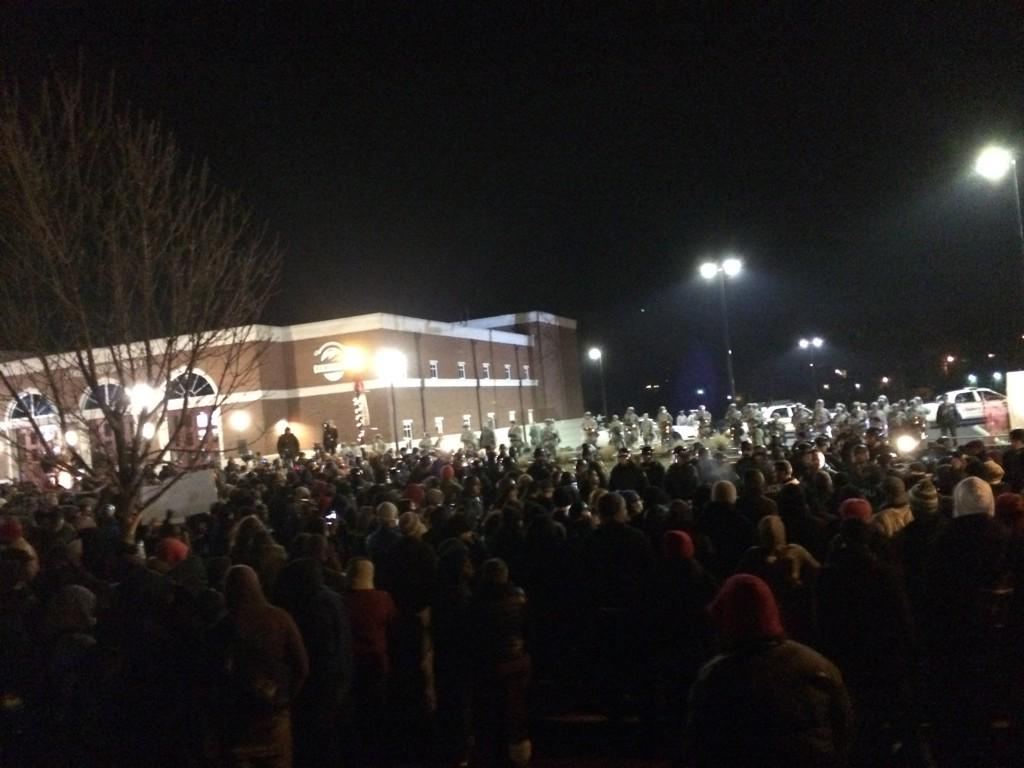 #Ferguson crowd has tripled in size in last hour in front of police station. Police number stayed same http://t.co/y5pSPUqQV1