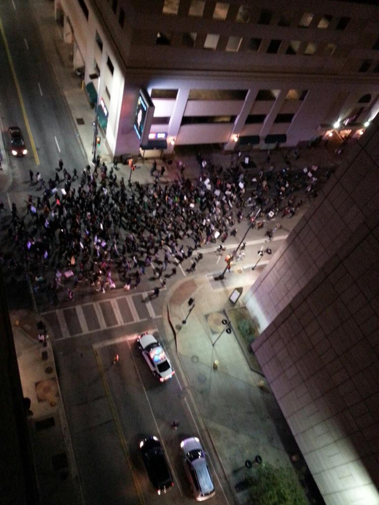 Overhead view of #Ferguson march in downtown #Dallas . http://t.co/7fLyPk7nMH