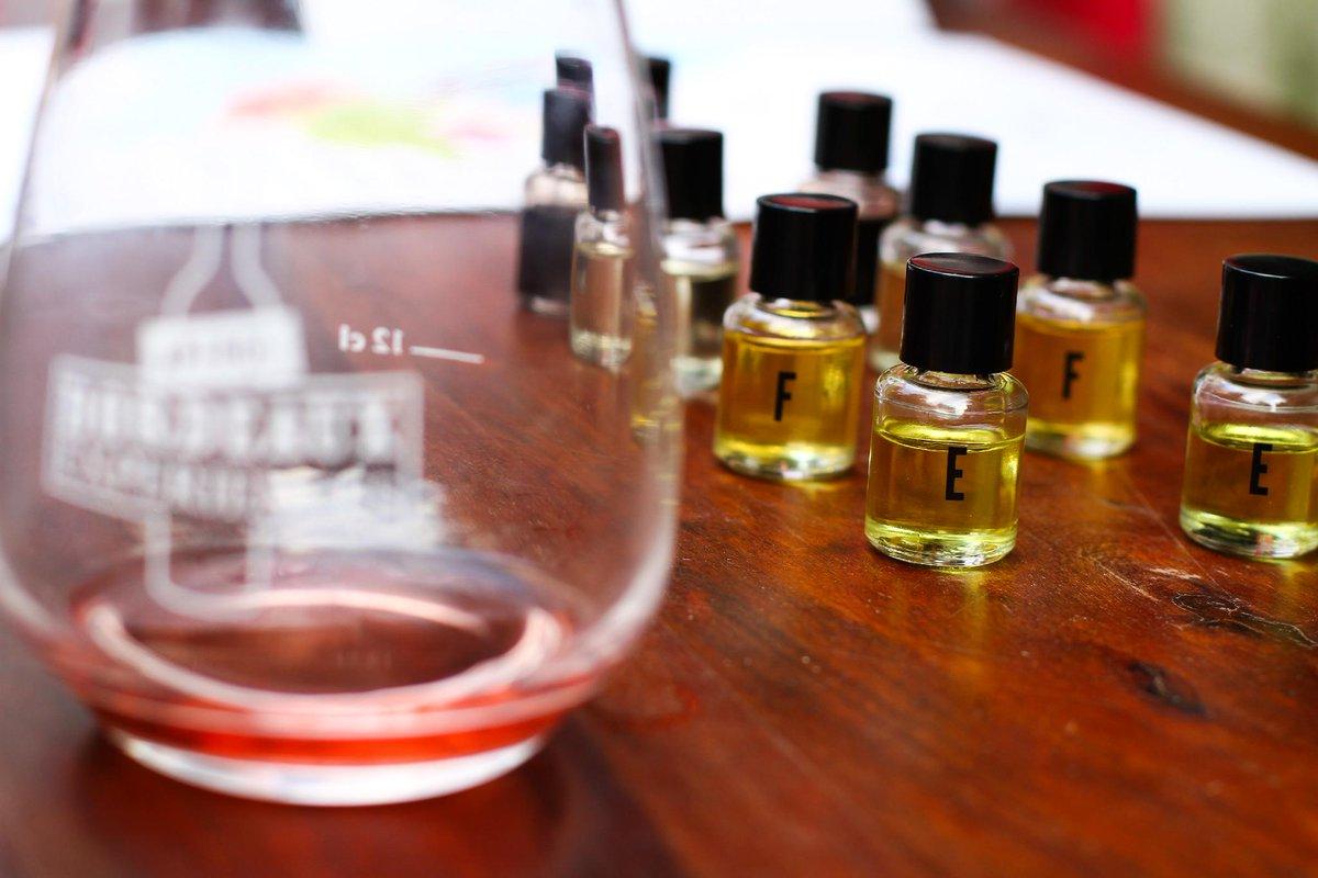 Dégustation et découvertes du vignoble bordelais ! @VinsdeBordeaux vous révéleront leurs secrets #estorynoel http://t.co/17Dh9EMqfK