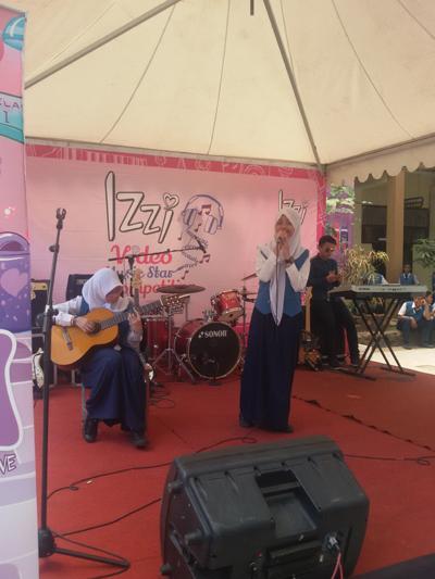 Salah satu peserta duo cewek kece yang tampil pede menunjukan bakat musik mereka!