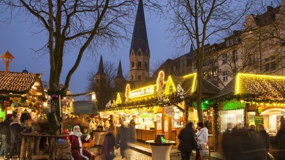 Get yourself in the Christmas spirit with these 10 wonderful alternative Christmas markets http://t.co/Kk1lmmgsbY http://t.co/1HFjgug06l