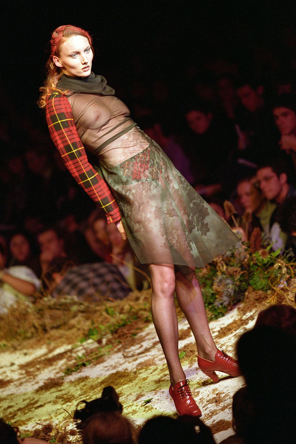Psst, there's an Alexander McQueen auction happening next month http://t.co/WRmmp3oVuh http://t.co/szZl1gJDWq