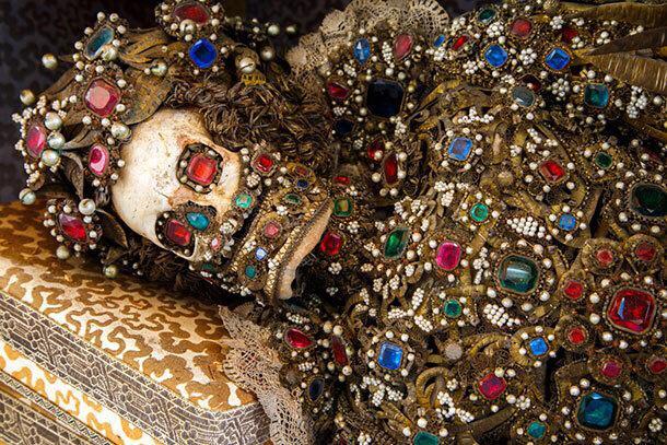 イタリア・ローマの古墳から、怖いほど豪華な全身宝石まみれの骸骨出土 scienceplus2ch.com/archives/49143… pic.twitter.com/xVADgrqBOX