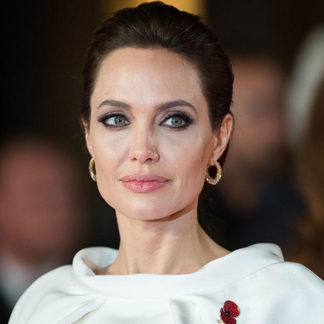 See what happened when we met Angelina Jolie at the #UnbrokenPremiere http://t.co/NdXQ7XMT2U http://t.co/QJM3uZIsXC