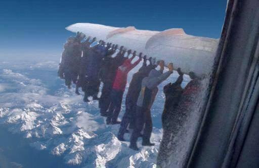 """""""Ни х#я, все хотят домой"""", - пассажиры российской авиакомпании вынуждены толкать самолет на взлетную полосу - Цензор.НЕТ 4151"""