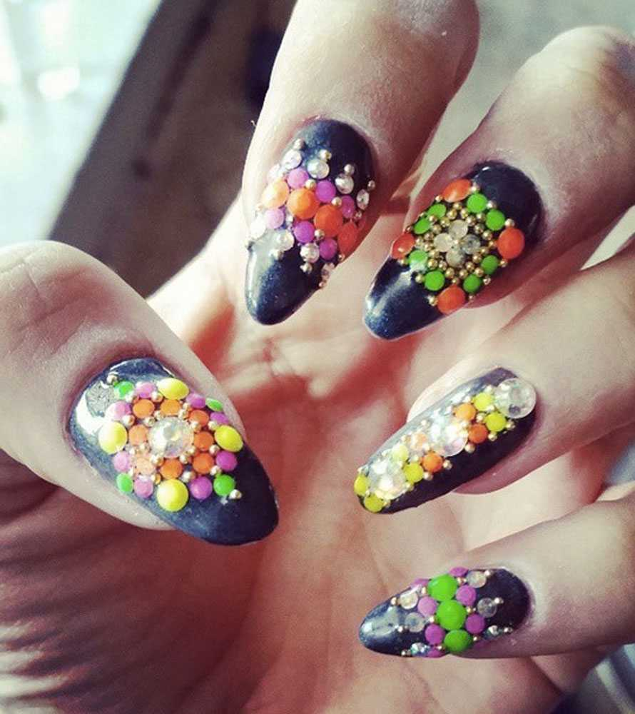Who do these bedazzled nails belong to? http://t.co/GdDfYL7PoW http://t.co/HUFtZG1nlI