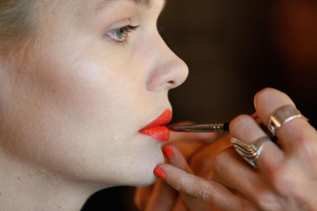 Do long-wear lipsticks really last? We put 4 to the test: http://t.co/XnTf9Gi0W2 http://t.co/UF1Chu87Pp
