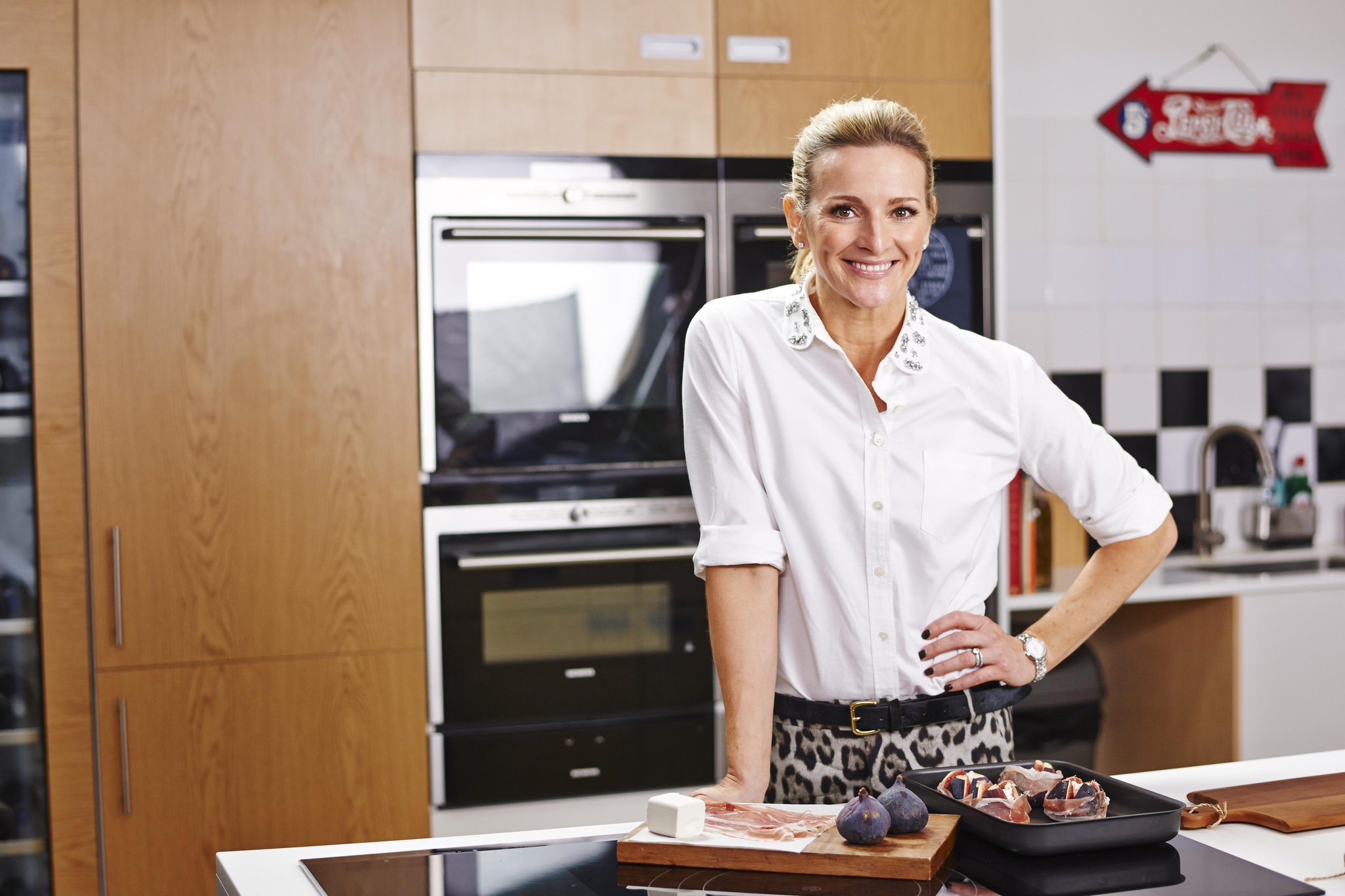 RT @SiemensHomeUK: Television personality @GabbyLogan takes us through her sumptuous menu - but who will be joining her for dinner? http://…
