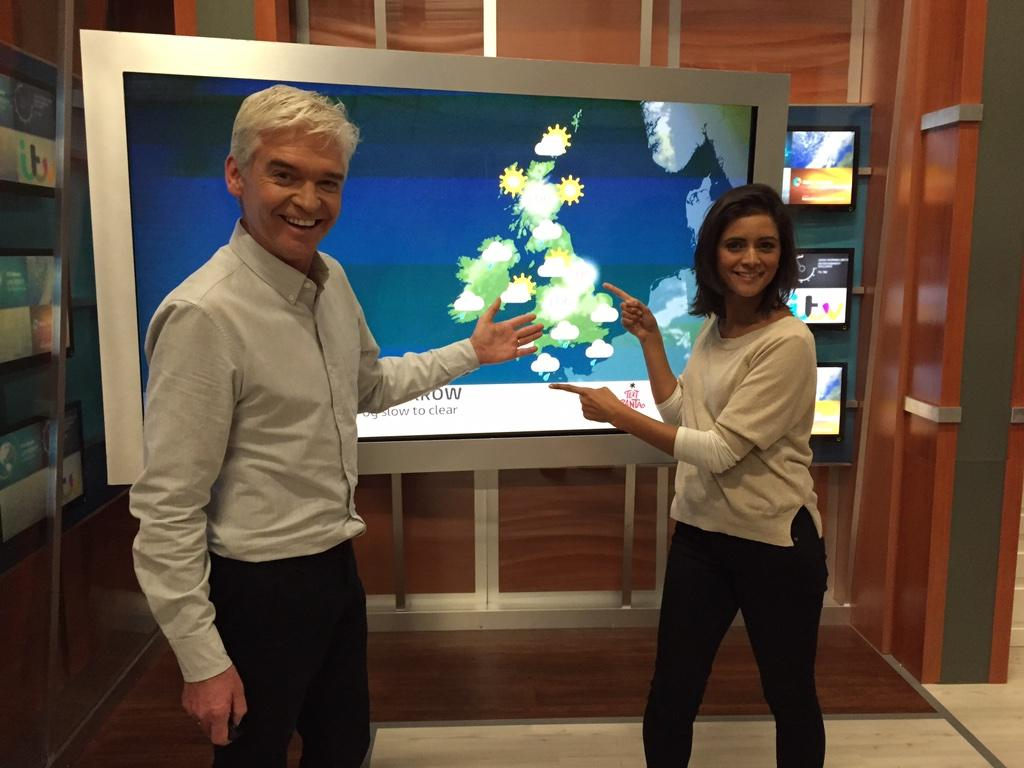 Just had my first weather forecasting lesson with @LucyWeather ... My head is so full of info!! 😣  #TextSanta24 http://t.co/GWMQR850Sc