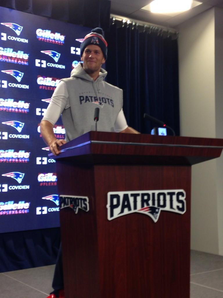 Mike Reiss On Twitter Photo Tom Brady Jokes That He Took Cut Off Sleeves Sweatshirt From Brandon Lafell When U Have Guns Like This Http T Co R0ms41yl4c [ 1024 x 768 Pixel ]
