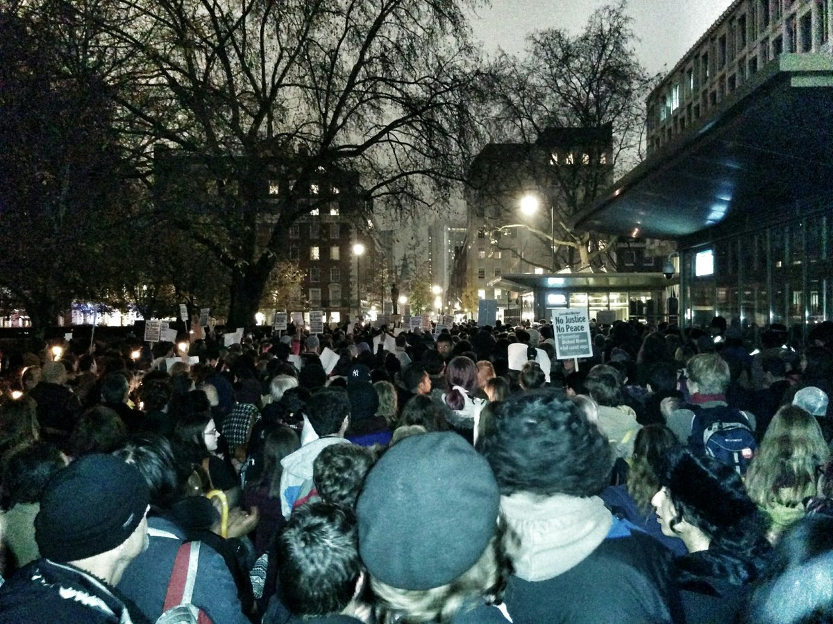Solidarity from London to Ferguson: hundreds gather outside US embassy to demand #JusticeForMikeBrown http://t.co/FnzaEcUzYg