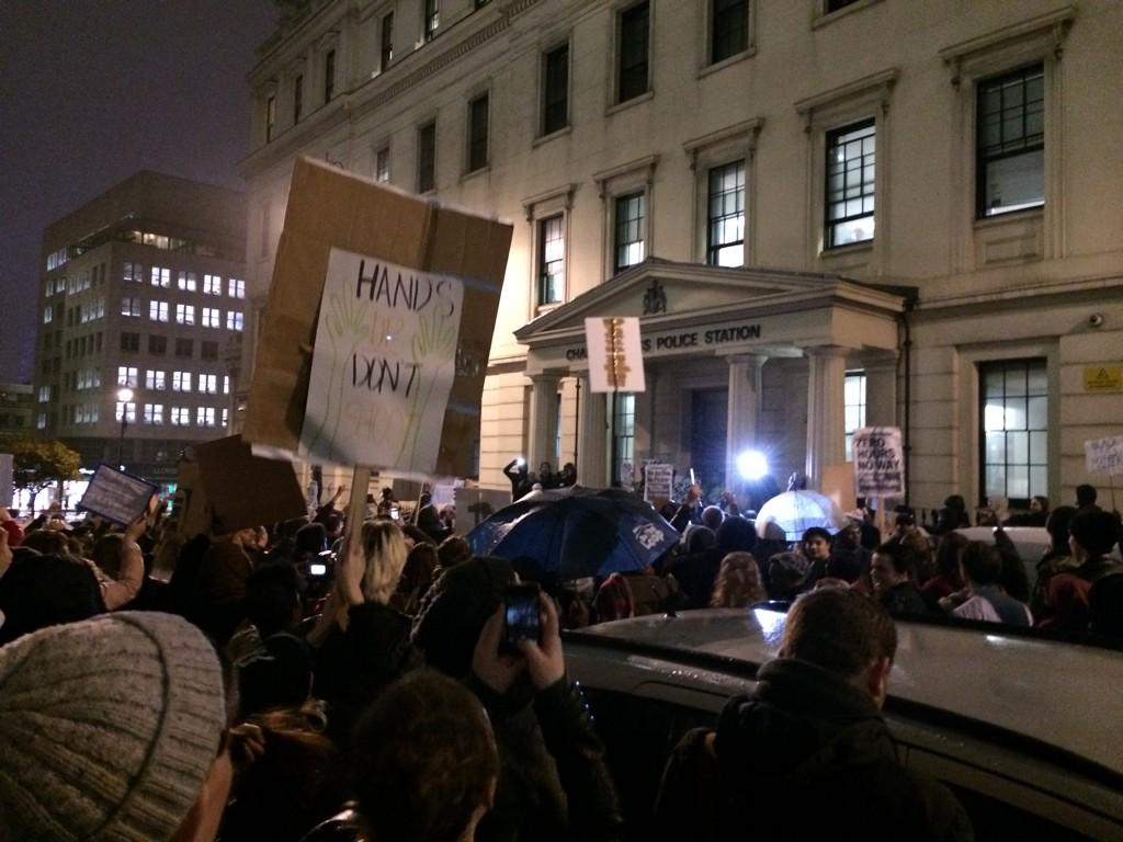 #MichaelBrown #london protest - several thousand  central shopping district now outside charring cross police station http://t.co/83HjbFVBZ2