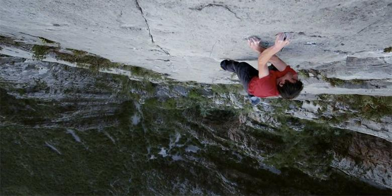 Nailing El Sendero Luminoso: Free-Soloing Alex Honnold Climbs 2,500ft In 3 Hours With No Rope http://t.co/t43W6A8fE0 http://t.co/mYa2uCCBQv