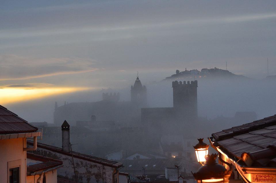 Buenos días, amanece en #Cáceres... http://t.co/rAqCEwaILA