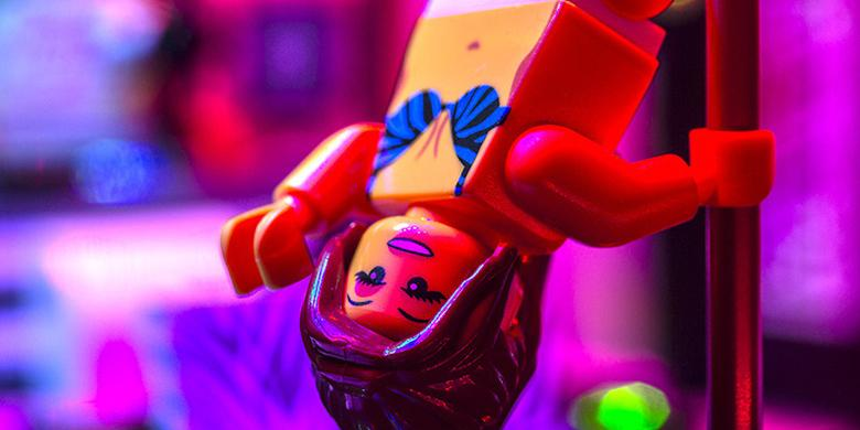 It's The Lego Strip Club You've Always Dreamed Of! http://t.co/XUsMvFeAl3 http://t.co/Cf8zY5RSMF