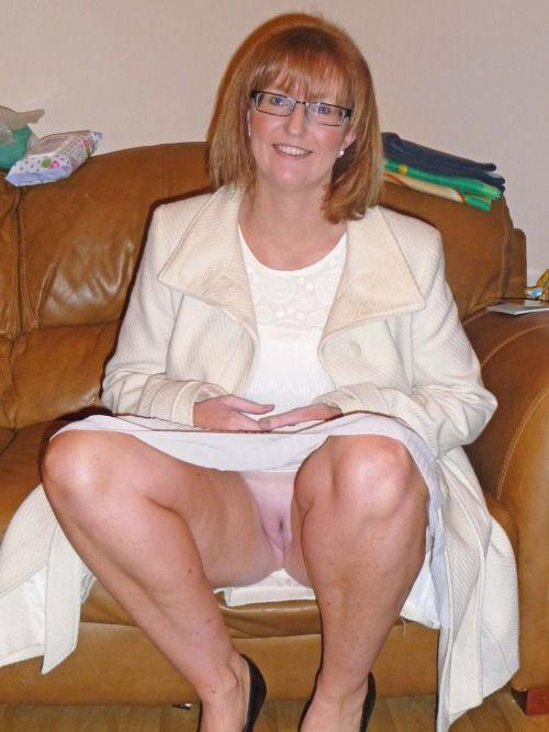 Глотанием под юбкой у пожилых ненасытный негр