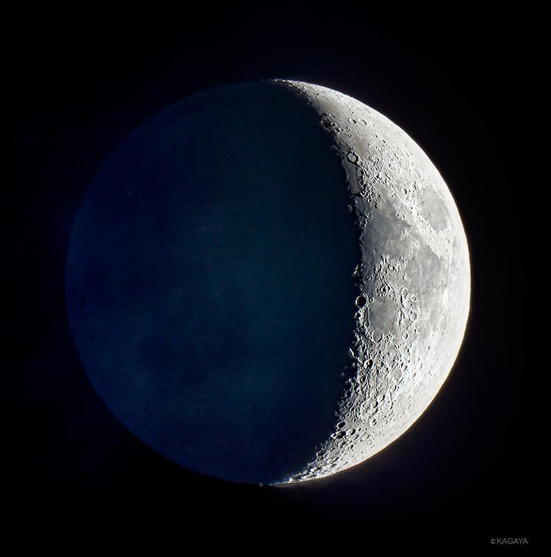 南西の空に見える月齢5の月を望遠鏡で撮影しました。 pic.twitter.com/sKJxpTreMK