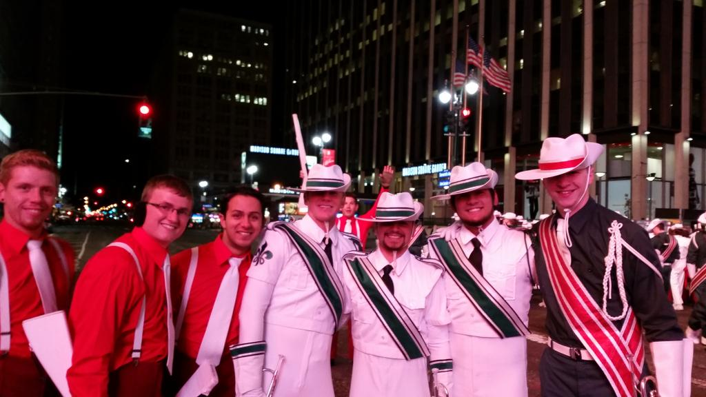 Madison Scouts in Madison Square Garden. #scoutsgiving #MacysParade http://t.co/dOnC5SswTI