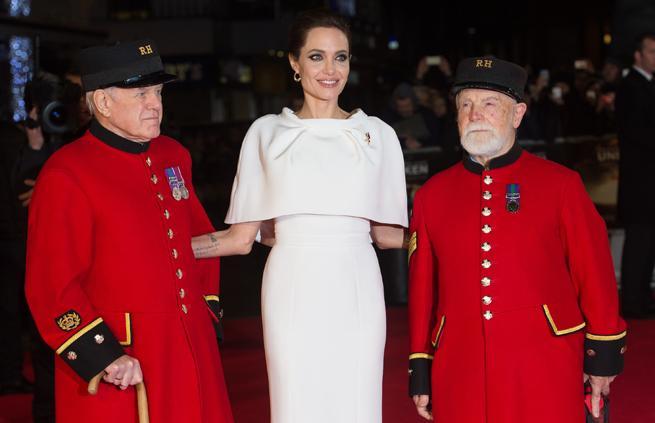 . @ralphandrusso reveal what it's like to get Angelina Jolie red carpet  ready http://t.co/0CvfIha1xP http://t.co/ALUASkvepr