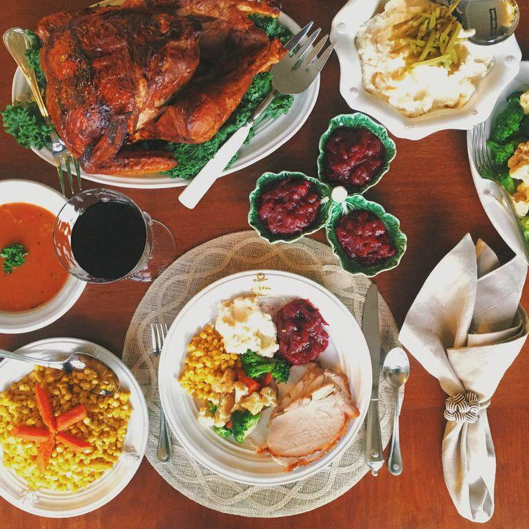 Time to stop Instagramming and let the #Thanksgiving feast begin! http://t.co/BUfoSQhdmL