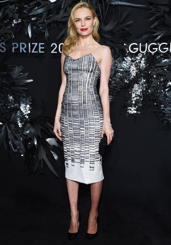 .@katebosworth opens up about her Oscar de la Renta-designed wedding dress: http://t.co/ayCpViimRy http://t.co/ZgsHTysrDS