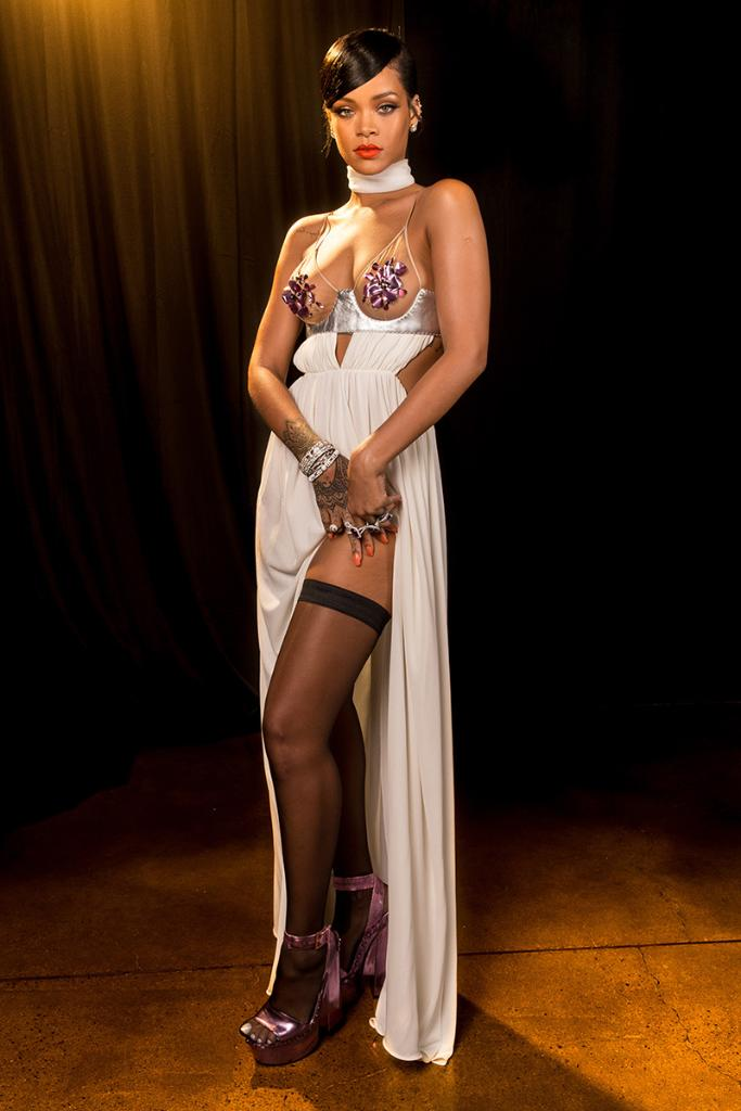 21 celebrities who love a naked dress: http://t.co/vQRI4vjRyM http://t.co/TEqV0NqND8