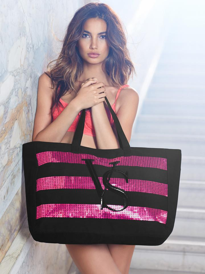 That 2014 #BlackFriday Tote… get it FREE when u spend $75! US/PR/CAN http://t.co/wz7iPirCsg http://t.co/MuY3nNyyND