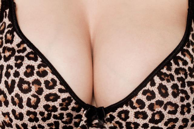 21 struggles only big-boobed girls will understand http://t.co/jVJIeBm1SC http://t.co/7VJQZsUoV1