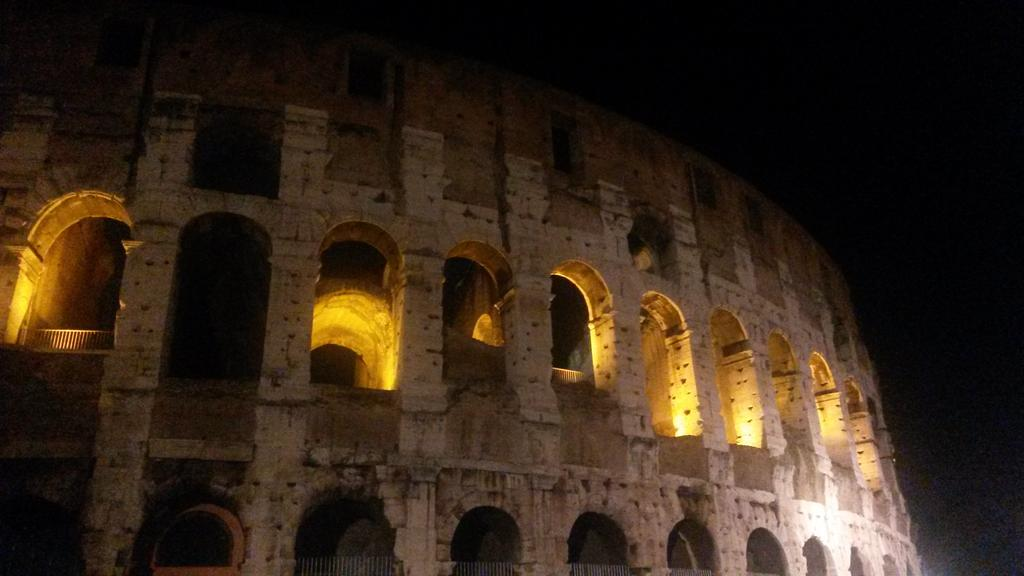 Colloseo - The history teacher in me is so excited to be here! #eTconf14 #Rome http://t.co/4AGfksT6pd