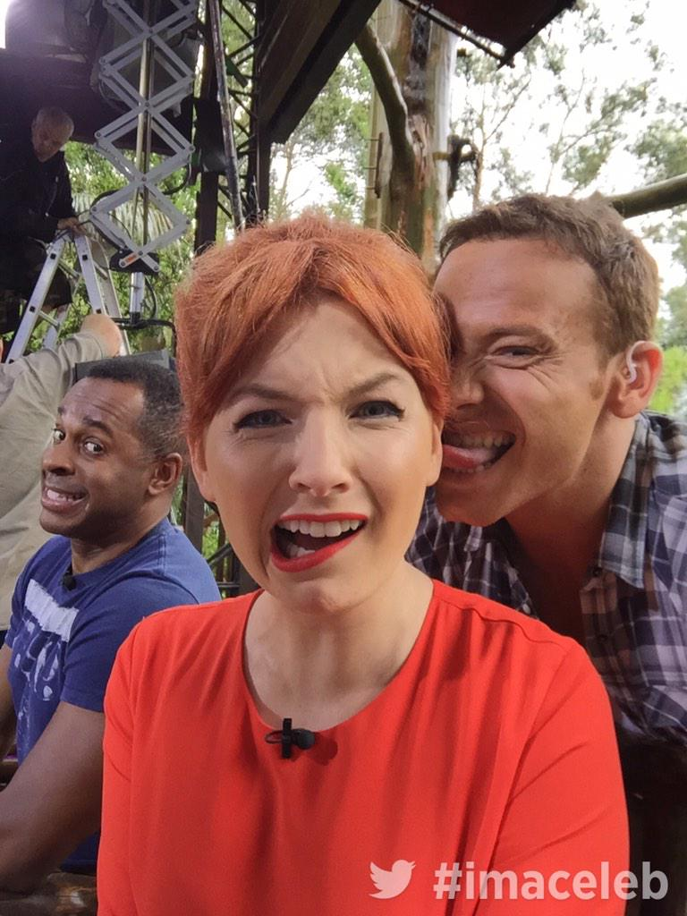 A brilliant helping of photobomb skills from @andipeters in that @itv2 advert break #thankyouplease @Alicelevine http://t.co/yN8Wz95R53
