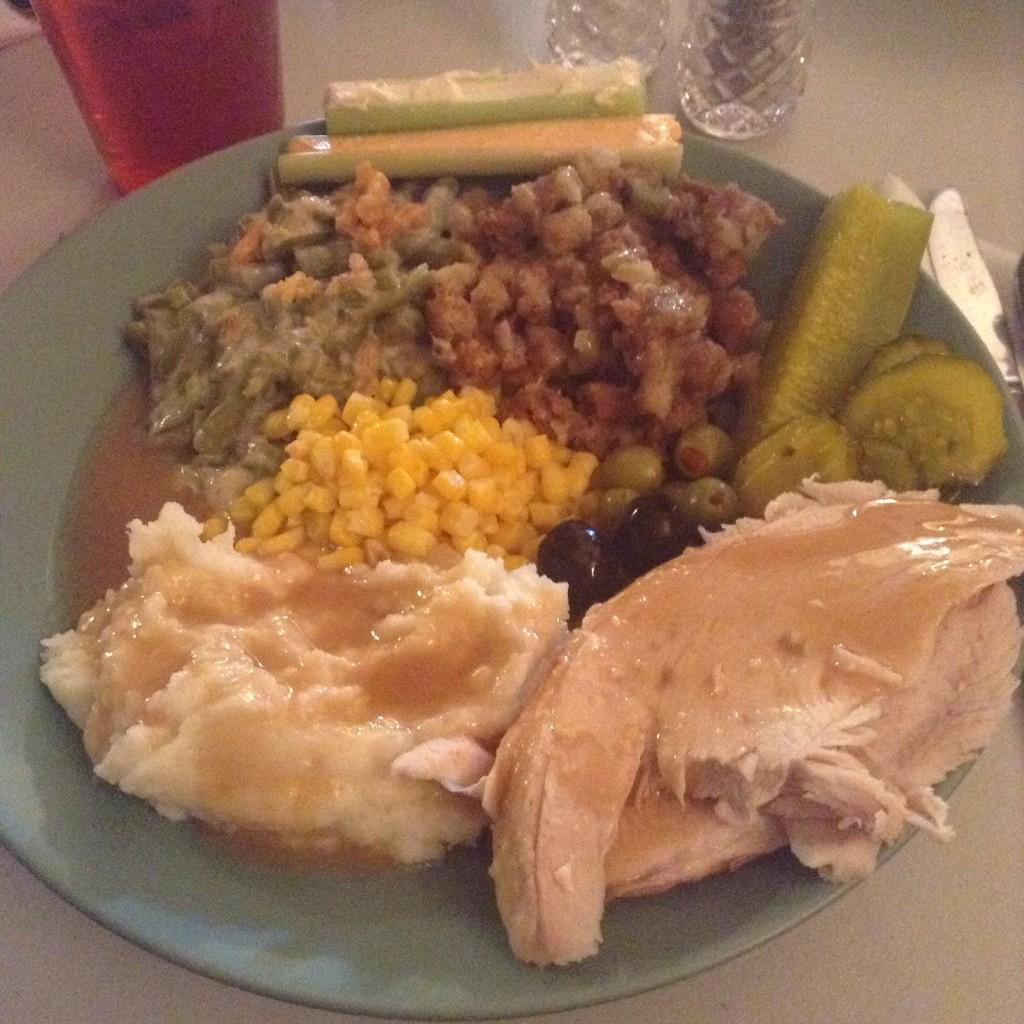 RT @delaneymaye: @Cosmopolitan check out this #CosmoFeast. My family knows how to do it! http://t.co/RPoh4zWUSb