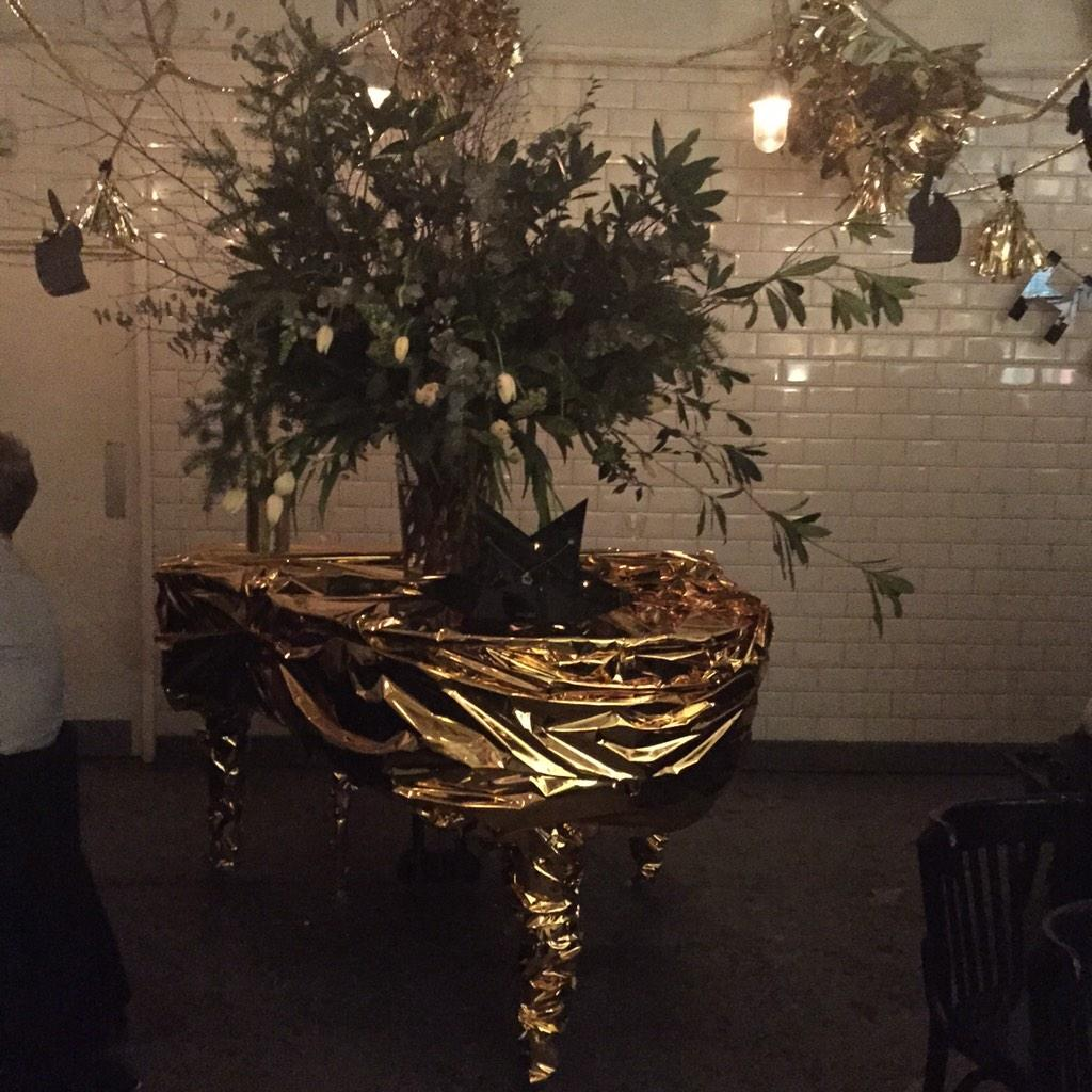 RT @Brixsmithstart: Amazing Xmas decorations @BISTROTHEQUE by #katiehillier this golden piano is sublime! @MandiLennard @shrimpyloves http:…